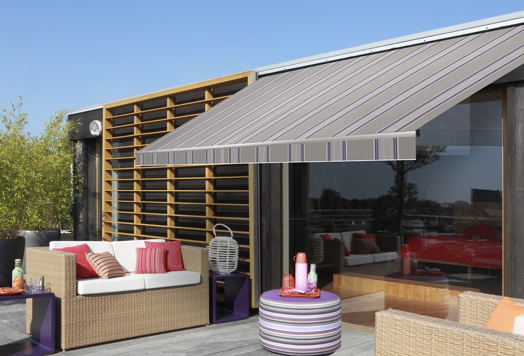 stores bannes motoris s pour terrasse sur mesure lyon storema. Black Bedroom Furniture Sets. Home Design Ideas
